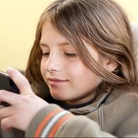 Հա՛ց կեր, շփվի՛ր հետը. երեխային հեռախոսից «կտրելու» 6 միջոց և հակացուցումներ